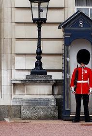 Впервые с начала пандемии у Букингемского дворца состоялась церемония смены караула