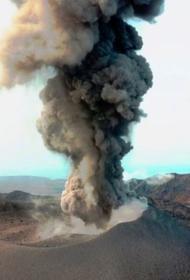 На Курильских островах вулкан выбросил столб пепла высотой почти 4 км