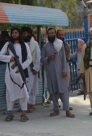 Талибы избили в Кабуле репортера и оператора телеканала TOLOnews