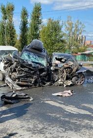 В Тюмени в результате массовой аварии на мосту загорелся автомобиль