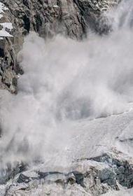 Группа туристов попала под лавину в Северной Осетии