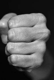 В Челябинске подросток избил соседку за сделанное замечание