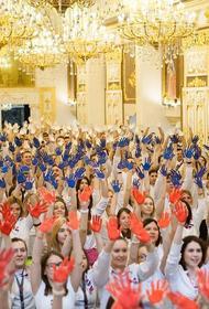 В сети обсуждают, как главу МИД Лаврова в Екатеринбурге встретили патриотическим флешмобом