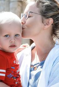 Почему Ксения Собчак строго общается с сыном