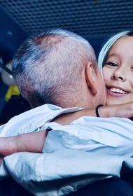 Уж очень теплые взаимоотношения: Мороз показала «семейные» фото с мужем Собчак