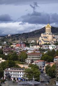 В центре Тбилиси в 22-летнего мужчину выстрелили не меньше девяти раз
