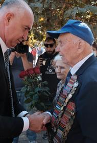 В Новороссийске ветеранов ВОВ поздравили с Днем освобождения города от фашистов