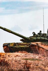 Avia.pro: во время летних учений в Крыму российские танки защищали решетками на случай ударов украинских дронов Bayraktar TB2