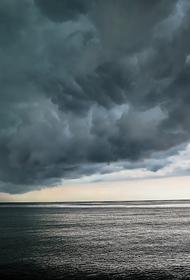 В Сочи в субботу закроют пляжи из-за штормового предупреждения