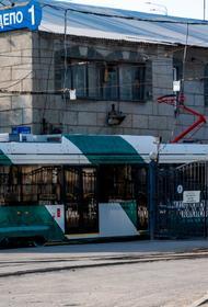 В Челябинске вандалы забрались в депо и испортили новый трамвай
