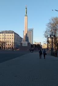 У латвийцев просят денег на освещение памятника Свободы