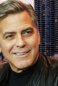 Джордж Клуни запретил жене смотреть фильм «Бэтмен и Робин», где сыграл главную роль