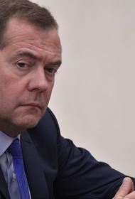 Медведев заявил, что переговоры по взаимному признанию COVID-сертификатов идут медленно