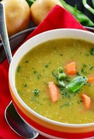 Врач Мясников заявил, что не стоит есть горячий суп каждый день