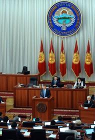 Однофамилец президента Киргизии возглавил третье за год правительство