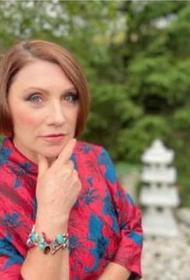 Роза Сябитова рассказала, что «Давай поженимся!» без госпитализированной с COVID-19 Ларисы Гузеевой не снимают