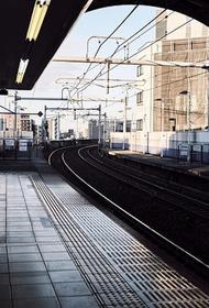 Вооруженный мужчина совершил нападение на людей на железнодорожной станции в Токио