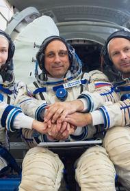 ЦВО: Машины-амфибии «Синяя птица» выдвинулись в район посадки «Союз МС-18» с Пересильд и Шипенко