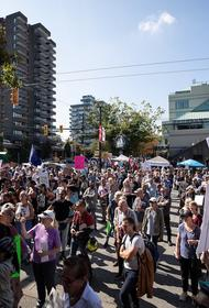 В канадской провинции Онтарио прошла акция протеста против обязательной вакцинации против COVID-19