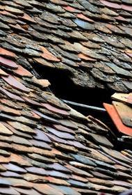 Житель Сахалина погиб под обломками снесенной ветром кровли дома