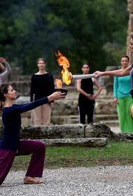 В Древней Олимпии зажжен огонь зимних Игр в Пекине