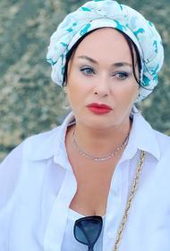 Лариса Гузеева опубликовала фото медика в Коммунарке: «Прекрасные. Отважные. Я вас никогда не забуду»