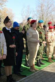 В Хабаровске открыли памятный знак в честь Героя СССР Владимира Кочнева