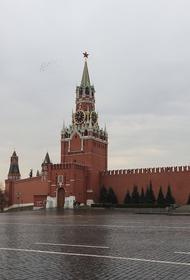 Ураганный ветер сорвал со стен Московского Кремля строительные леса