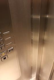 Лифт с десятью людьми сорвался в шахту в Москве