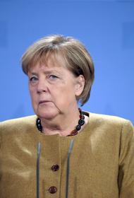 Меркель заявила, что иногда связывала определенные политические сигналы с цветом своей одежды