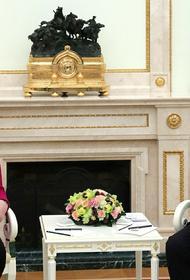 Меркель заявила, что осознала наличие серьезных разногласий с Путиным еще в 2001 году