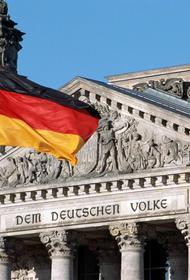 Главу Минобороны Германии осудили за угрозу ядерным оружием в сторону России