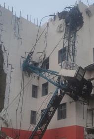 Человек погиб при обрушении крана в Хабаровске