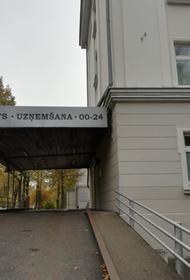 Почему в Латвии правительство закрывает больницы