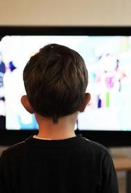 Роспотребнадзор рекомендует реже включать телевизор в присутствии детей