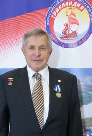 Олег Валенчук поздравил Виктора Савиных с высокой наградой