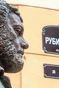 В книге Михаила Хлебникова «Союз и Довлатов» раскрыты подробности из жизни известного писателя
