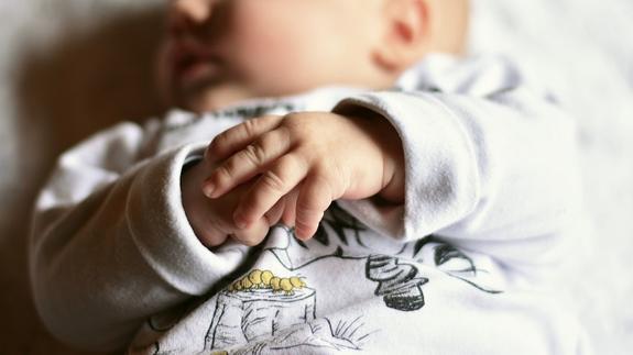 В США трехлетняя девочка несколько дней заботилась о брате-младенце после кончины родителей