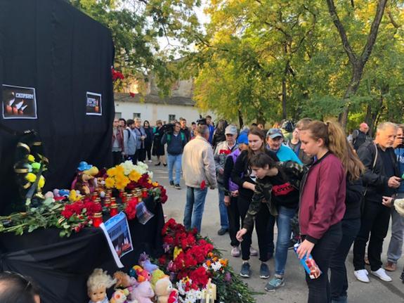 В Керчи идет работа по созданию аллеи в память о жертвах трагедии в керченском политехе