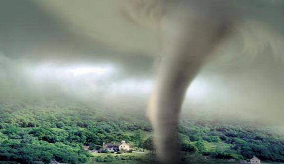 Видео: в Румынии очевидцы засняли торнадо