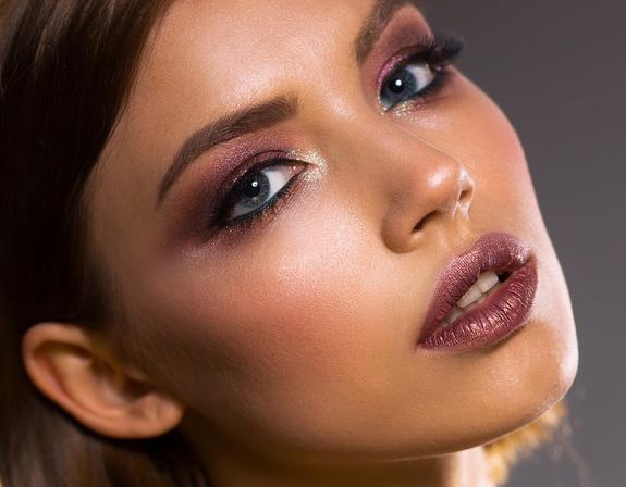 Фитнес-модель  назвала продукты, грозящие   внешности  женщин