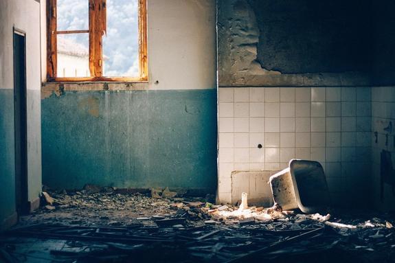 В одной из квартир Санкт-Петербурга дети живут в антисанитарных условиях