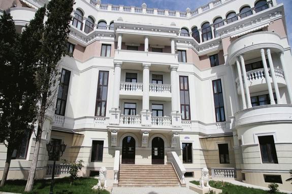 Квартира в Крыму и вилла в Италии. В Сети обсуждают тайную недвижимость президента Зеленского