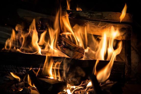 В Краснодаре  пожар на территории Большого острова рядом с парком «Солнечный остров»  охватил 1 га