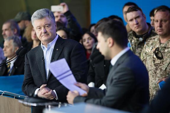 """СМИ: Неформальная группа в Украине готовит """"кампанию мести"""" против Порошенко"""