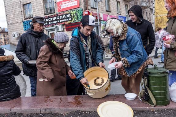 Названы самые бедные города  России. Люди отвечали, что им не хватает денег даже не еду и одежду