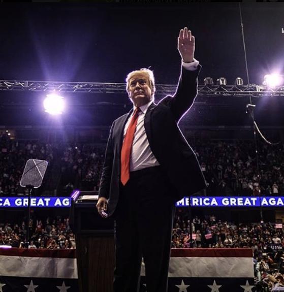"""Ведущий канала CNN считает Трампа """"пресс-секретарём Кремля"""""""