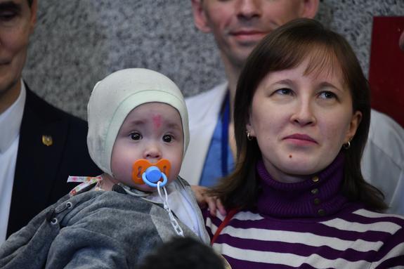 Малыш, спасенный из-под завалов дома в Магнитогорске, завершил курс реабилитации