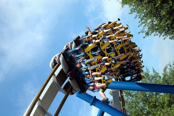 Посетители парка развлечений в Аргентине 4 часа провисели вниз головой на сломавшемся аттракционе