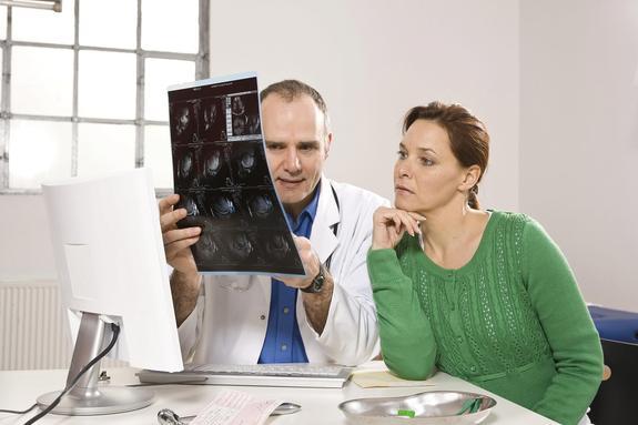 Пять разрушающих позвоночник человека привычек перечислили медики